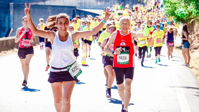female-and-male-runners-on-a-marathon
