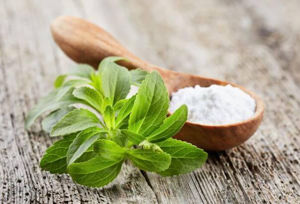 stevia-plant-and-stevia-powder-on-table