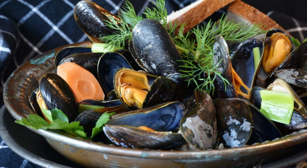 a plate full of keto friendly fish which are mussels