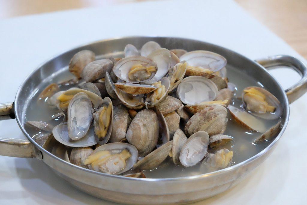 pot full of clams